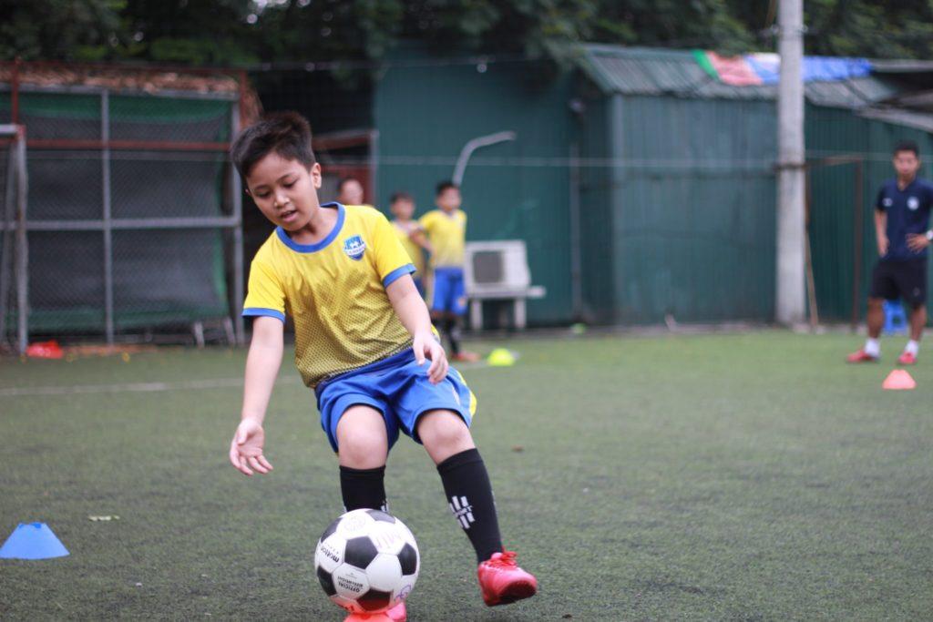 lop học bóng đá