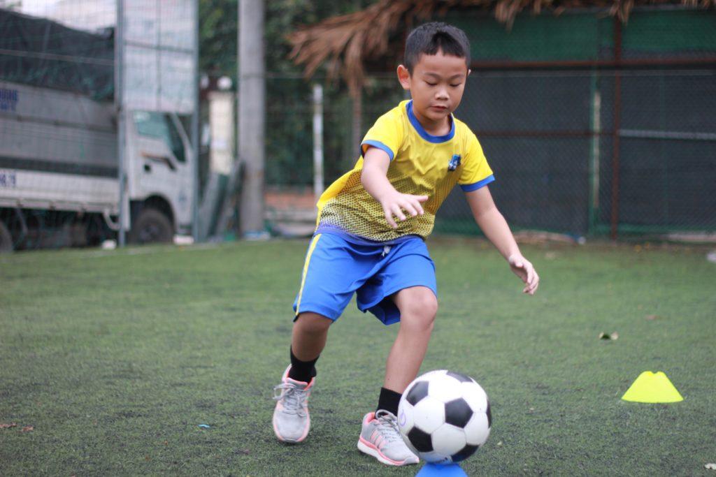 Học bóng đá với huấn luyện viên nước ngoài