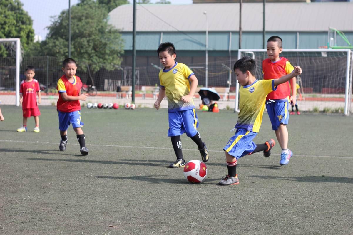 Học viện bóng đá F5 Sports