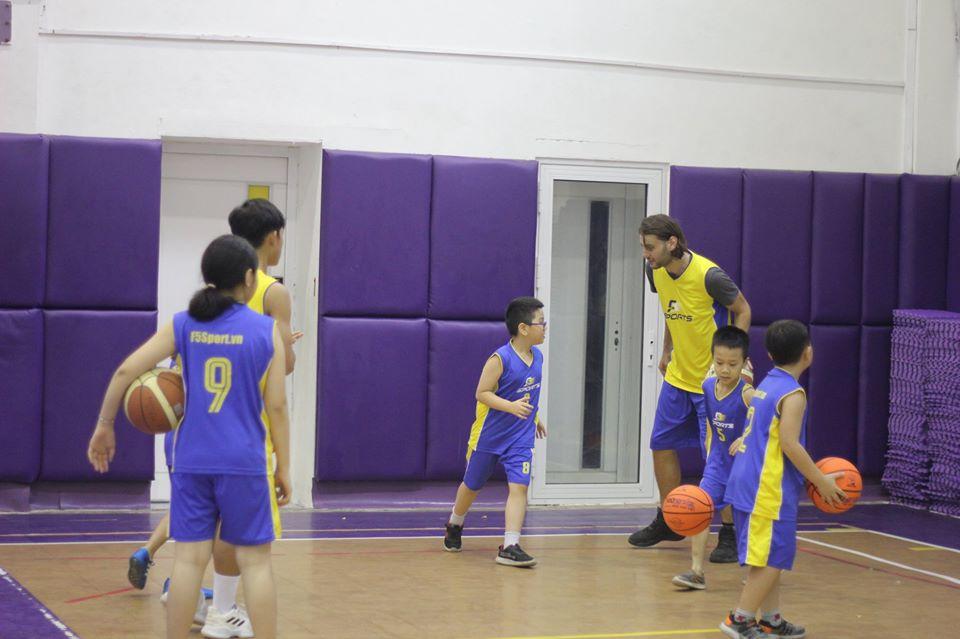 Con gái có nên chơi bóng rổ không