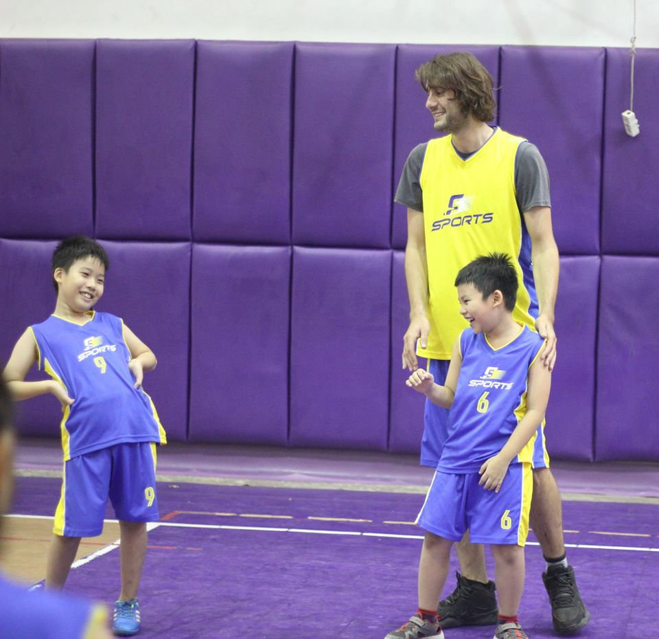 lớp học bóng rổ bằng tiếng anh