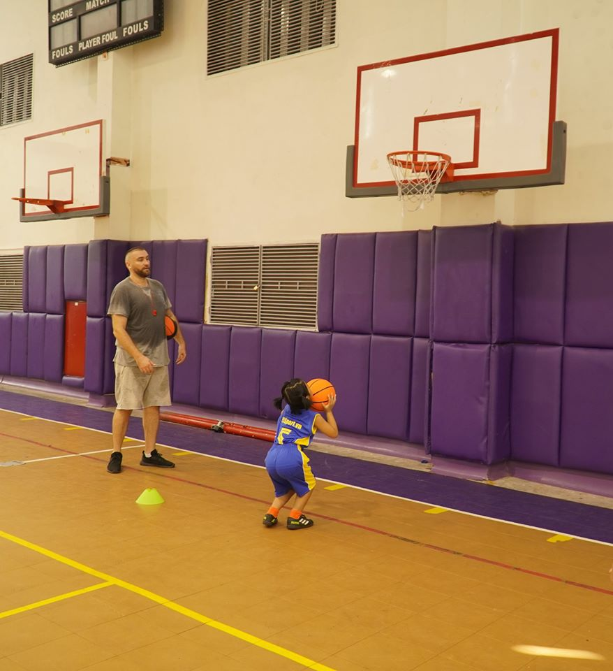 Học bóng rổ với huấn luyện viên nước ngoài