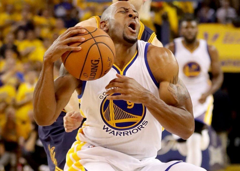 chấn thương thường gặp trong bóng rổ