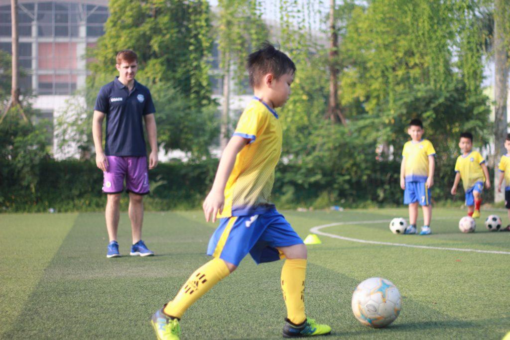 học bóng đá thiếu nhi ở đâu