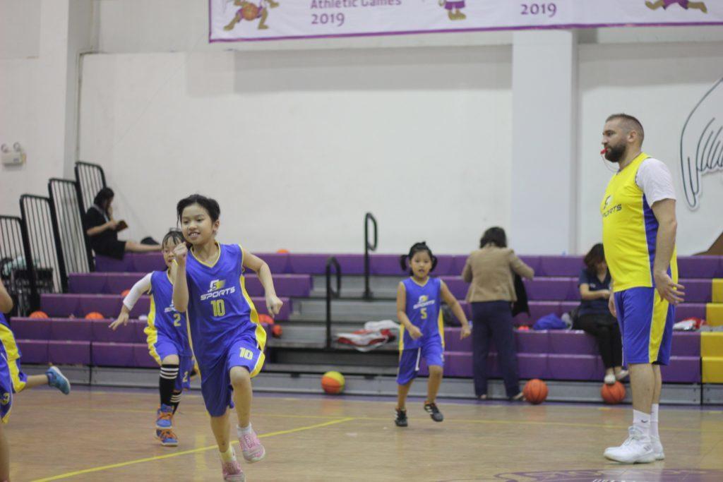 CLB bóng rổ HLV nước ngoài cho trường học