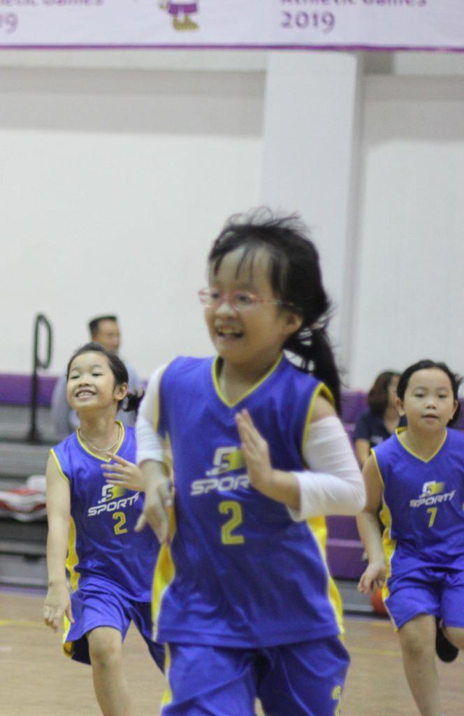 Con gái có nên học bóng rổ không