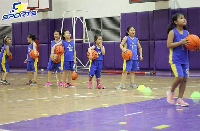 con gái học bóng rổ tăng chiều cao